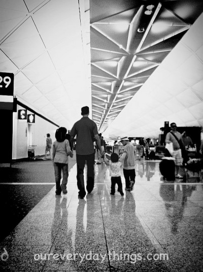 daddy 3 kids at HK airport
